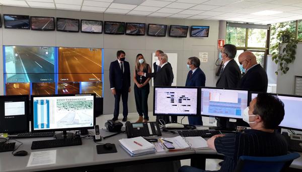 Autoridades de las dos CCAA durante la visita el centro de coordinación de Aucalsa.