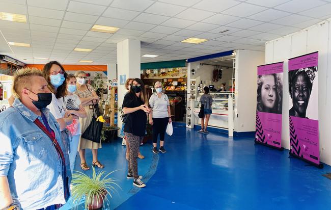 Exposición 'Miradas Violetas' en el Espacio La Plaza de Sotrondio.