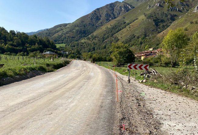 Obras en la senda peatonal entre La Polina y Soto de Agues.