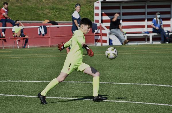 Carla Moolenaar durante un partido con el Sporting de Gijón en Mareo.