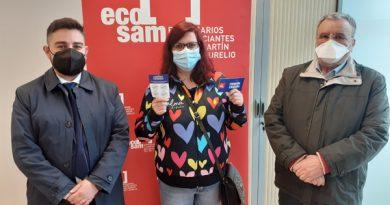 Mª Estela Fernández, flanqueada por Ricardo G. Antuña (presidente de Ecosam) y Eduardo Fernández (director oficina Caja Rural de Asturias)