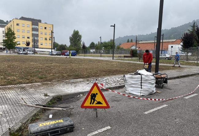 Obras de acondicionamiento para el aparcamiento en Fradera (El Entrego).